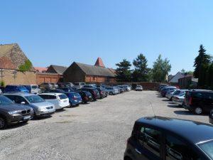 Parkplatz mit Autos
