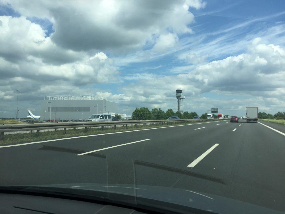 Blick zum Flughafen Leipzig-Halle Autobahn.JPG